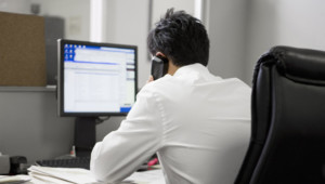 Bureau - ordinateur - mail travail salarié