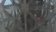 Deux Russes grimpent la Tour Eiffel à mains nues (29/06)