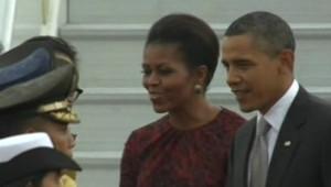 Barack Obama et sa femme Michelle à leur arrivée en Indonésie, le 9 novembre 2010