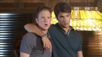 Daniel Grayson (Josh Bowman) et Tyler Barrol (Ashton Holmes), Revenge - Episode 04 Saison 01 &quot;Les Hamptons mis  nu&quot;