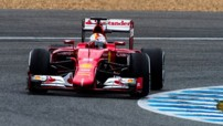 Sebastian Vettel réalise le 1er temps (1'20.984) à bord de la nouvelle Ferrari SF-15T aux essais F1 de Jerez (Espagne) le 2 février 2015.