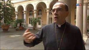 """Le 13 heures du 11 mars 2013 : Pape : Barbarin souhaite """"un homme de grande foi"""" - 825.117"""