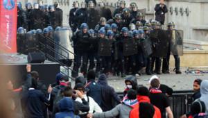 Les CRS ont dû charger des supporteurs du PSG, venus perturber la fête organisée par le club place du Trocadéro.