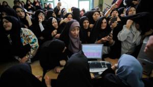 Des femmes attendant pour voter à Téhéran, le 12 juin 2009