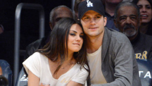 Mila Kunis et Ashton Kutcher à un match de basketball opposant les Lakers aux Phoenix Suns, le 12 février 2013 au Staples Center, à Los Angeles