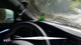 L'homme qui fait une sieste au volant de sa voiture autonome affole le web