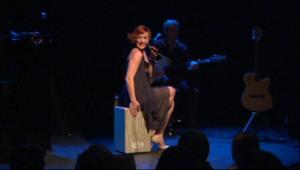 Julie Victor sur scène en décembre 2011