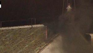 La Fumée noire s'échappe de la cheminée de la Chapelle Sixtine à l'issue du premier vote des cardinaux, le 12 mars 2013.
