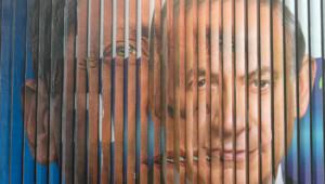 Israël : panneau de campagne roulant avec Isaac Herzog au second plan et Benjamin Netanyahu au premier, mars 2015