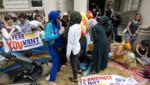 Des femmes manifestent contre l'interdiction française du burkini devant l'ambassade de France à Londres