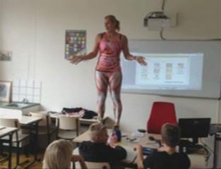 Pays-Bas : pour intéresser ses élèves, une professeur se déshabille...