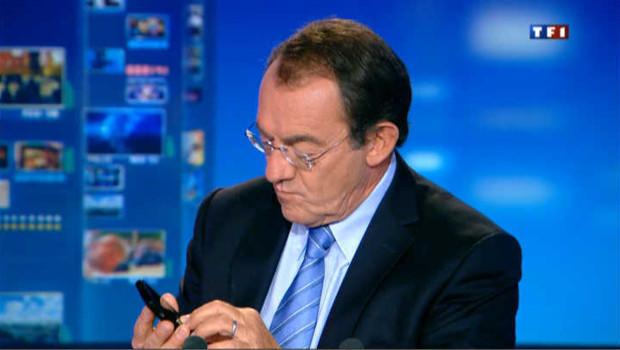 VIDEO : Jean-Pierre Pernaut passe un SMS au milieu du JT de 13h