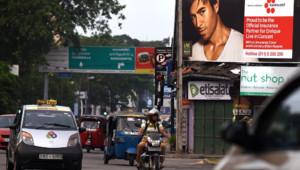 Des affiches pour le concert d'Enrique Iglesias à Colombo au Sri Lanka