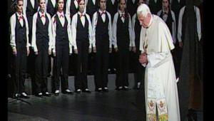 Le pape au mémorial Yad à Jérusalem, dédié à la mémoire des six millions de juifs exterminés par les nazis, le 11 mai 2009