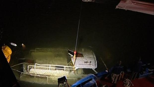 Photo de la vedette heurtée le 13 septembre 2008 par un bateau-mouche sur la Seine. Bilan : deux morts.