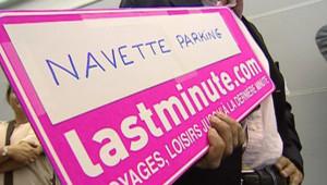 TF1 / LCI Une panneau Lastminute.com à Roissy