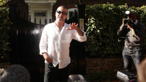 George Michael à sa sortie de prison, le 11 octobre 2010.