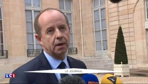 """Jean-Jacques Urvoas : """"Abdeslam sera incarcéré dans un quartier d'isolement"""""""
