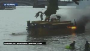 Un bateau a pris feu sur la Tamise, en plein centre de Londres, le 29 septembre 2013.
