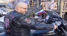 Les motards russes pro-Kremlin font bénir leurs motos !