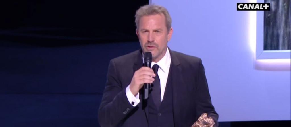 Kévin Costner reçoit un César d'honneur lors de la 38e cérémonie des César, le 22 février 2013.