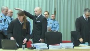 Le salut nazi d'Anders Breivik à son arrivée au tribunal, le 15 mars 2016.