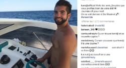 Kendji Girac torse nu sur son bateau.