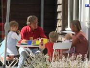 Le 13 heures du 21 août 2014 : Garde d'enfants en vacances : c'est les grands-parents qui s'y collent - 1393.895920776367