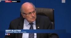 """""""Je pardonne mais n'oublie pas"""" prévient Blatter"""