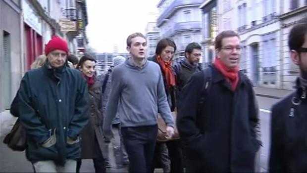 Des militants de Greenpeace à Troyes le 20 janvier 2012