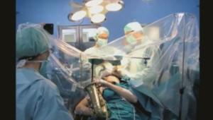 Espagne : opéré d'une tumeur, il joue du saxophone (17/12)