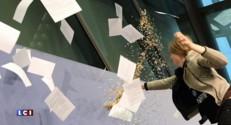 Les yeux dans l'actu : le président de la BCE attaqué à coups de feuilles et de confettis