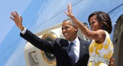 Michelle et Barack Obama sur l'aéroport d'Orlando en Floride avant de s'envoler pour l'île de Martha's Vineyard où le couple passera ses vacances en famille.