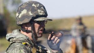 Un soldat ukrainien de l'armée officielle