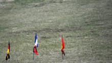 Crash de Germanwings : drapeaux français, espagnol et allemand au Vernet, 25/3/15