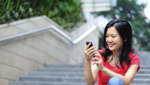 smartphone téléphone portable mobile femme asiatique