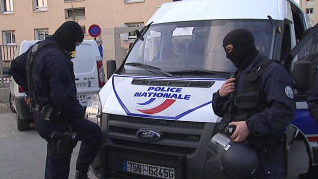 http://s.tf1.fr/mmdia/i/83/5/operation-anti-drogue-a-champigny-sur-marne-13-avril-2010-4410835erqas_1713.jpg?v=1