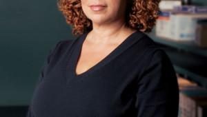 """Roma Maffia incarne le Dr Liz Cruz dans la série """"Nip/Tuck""""."""