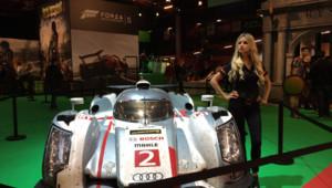 Une hôtesse du jeu Forza Motorsport 5