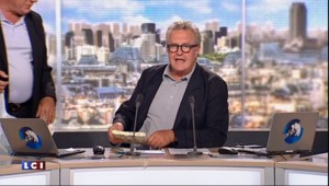 """Après dix ans de service, les adieux de Michel Field à """"Politiquement Show"""""""