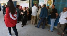 Tunisie : devant un bureau de vote lors des législatives du 26/10/14