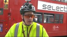 Le 13 heures du 22 octobre 2014 : Royaume-Uni : les nouveaux justiciers de la route - 1197.6881610717774