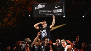 """Thomas, vainqueur du """"shoot à 100.000 euros"""" all star game 2013"""