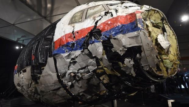 Le fuselage en partie reconstitué du vol MH17.