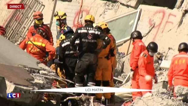 Taïwan : deux survivants retirés des décombres