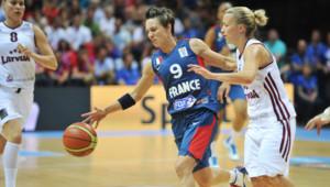 Céline Dumerc, lors du premier match des Bleues à l'Eurp de basket face à la Lettonie (62-39), le 15 juin 2013, dans le Maine-et-Loire.
