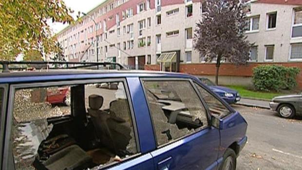 Tf1 / LCI Une voiture au coeur des violences urbaines