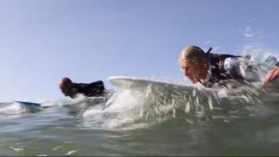 Le 13 heures du 25 octobre 2014 : Les papys surfeurs - 896.401