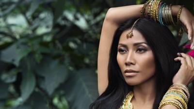 """Anggun, pochette d'album """"Toujours un ailleurs"""""""