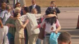 TF1/LCI : L'arrivée à Sofia des infirmières bulgares, après leur extradition par la Libye (24 juillet 2007)